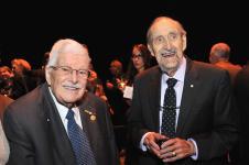 (Photo: Denis Bernier) Paul Gérin-Lajoie, premier titulaire du ministère de l'Éducation du Québec et Léo A. Dorais, premier recteur de l'UQAM.