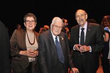 (Photo: Denis Bernier) Lise Bissonnette, présidente du Conseil d'administration de l'UQAM; Paul Gérin-Lajoie, premier titulaire du ministère de l'Éducation du Québec et Léo A. Dorais, premier recteur de l'UQAM.