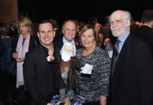 (Photo: Denis Bernier) Le chef d'orchestre Yannick Nézet-Séguin ; Serge P. Séguin, fondateur du programme de doctorat en éducation de l'UQAM ; Claudine Nézet, mère du maestro ; Claude Lafortune, artiste sculpteur.